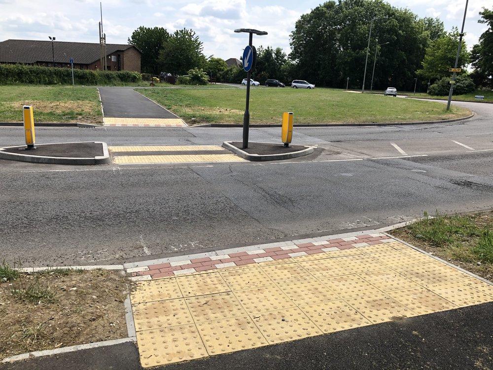 A418 cycleway crossing 005.jpg