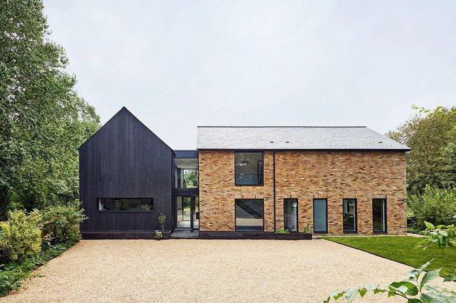 Samarkand: a blend of modern and traditional architecture with a barn conversion and large gravel driveway in Great Missenden